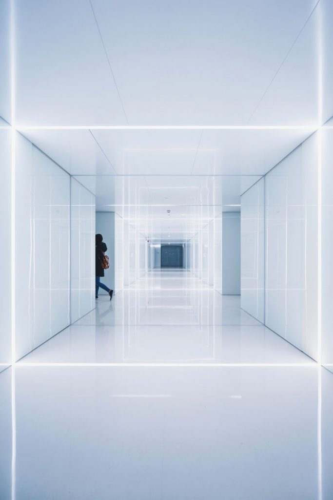 Nickl Academy - Beispiel für moderne Archiktur, ein zeitgemäßer Krankenhausflur